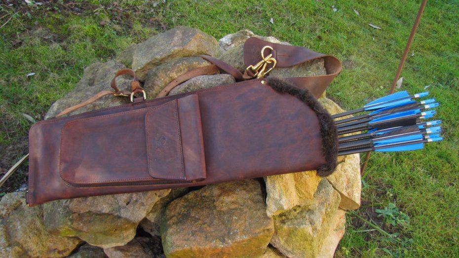 Mind-Factor Rückenköcher mit Tasche, hier mit Kuhfell_1